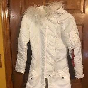 🎈🎈CLEAR OUT NWT, Alpha Industries White puff wom